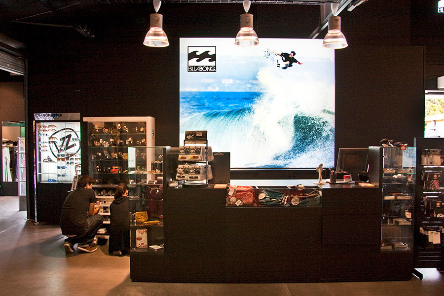 Meelk Billabong Boutique Retail Caisson Lumineux