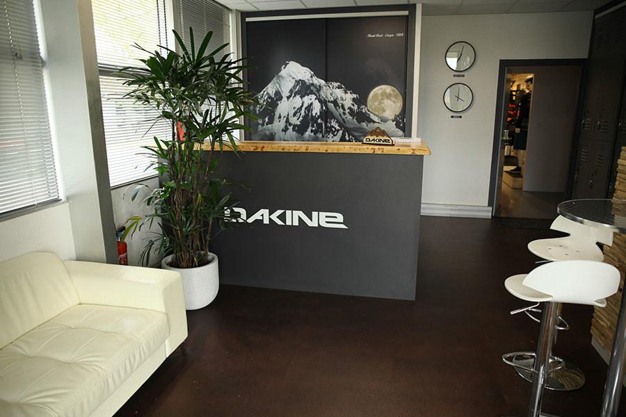 Meelk Dakine Siege Social Retail Wall Rap