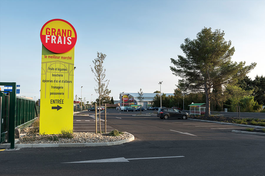 Meelk Grand Frais Magasin Retail Totem Lumineux